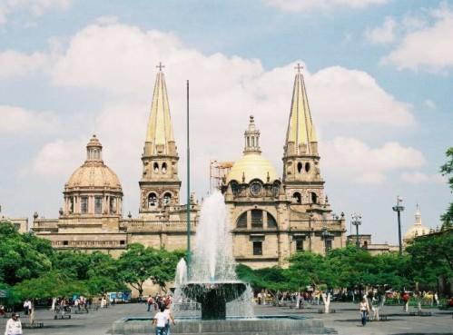 Edificios y plazas en el Centro Histórico de Guadalajara