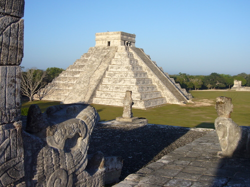 http://sobre-mexico.com/wp-content/uploads/2009/12/chichenitza01.jpg