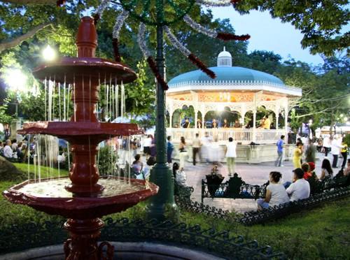 El pintoresco y tradicional Parque de la Marimba